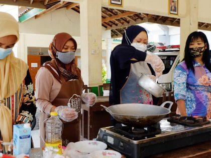 Dosen Universitas Alma Ata Latih Kader Guwosari Tentang Penerapan SDIDTK Anak Stunting dan Cara Pembuatan Makanan Tambahan Berbahan Pangan Lokal